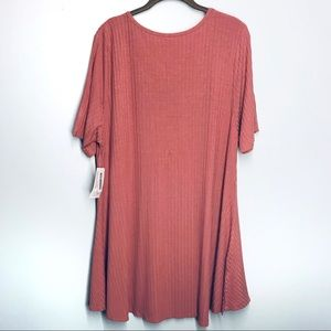 LuLaRoe Tops - NWT LulaRoe pink Perfect T